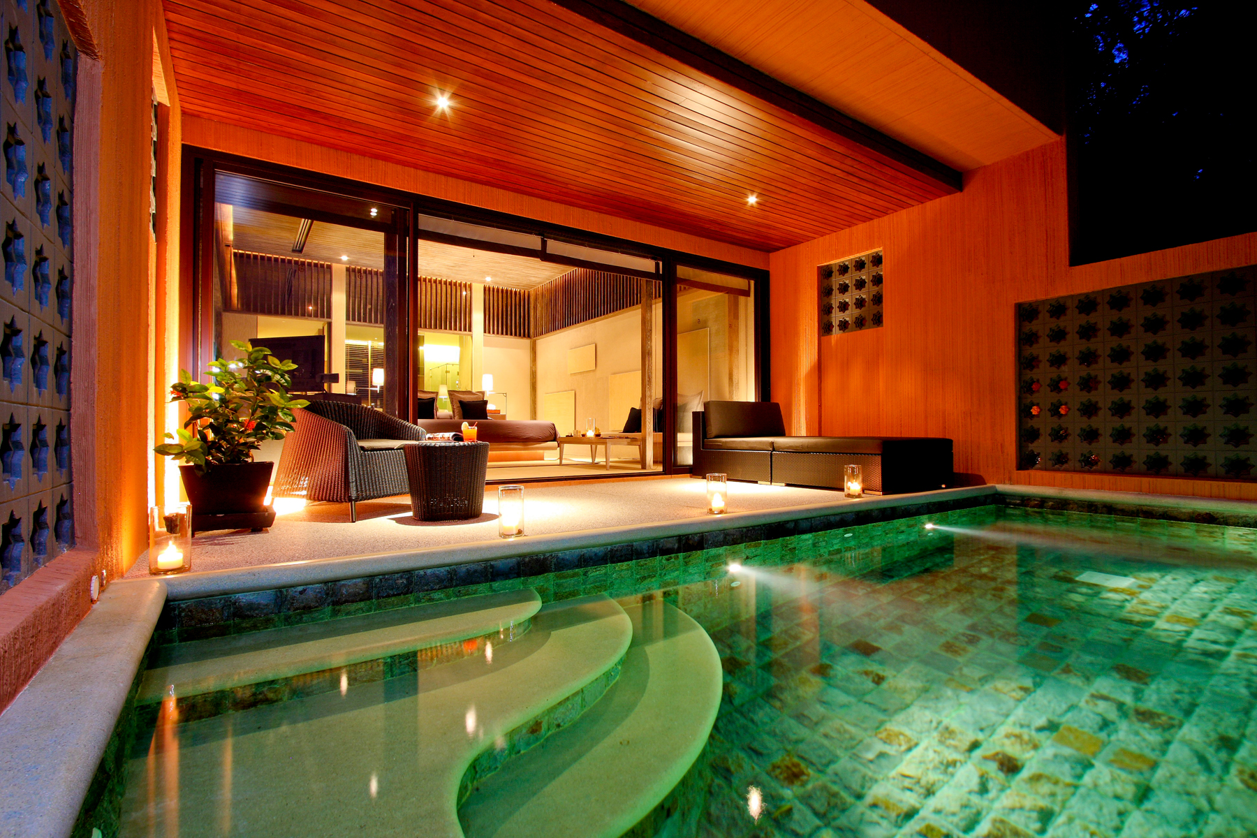 12 Pool Suite East