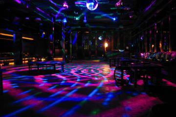 03 Baba Poolclub